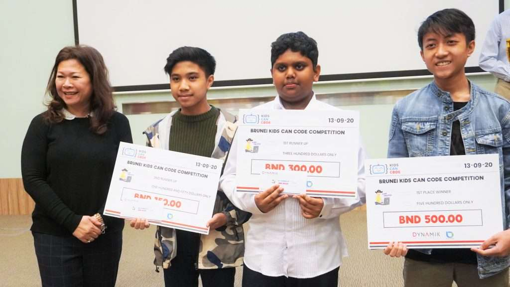 Group Photo of Winners Code Pirates